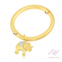 Bracelete tubo liso com elefante semijoia fina, pulseira algema largo com berloque de elefante trabalhado no ouro branco.