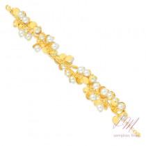 Pulseira semijoia fina com pérola e detalhes revestidos em dourado